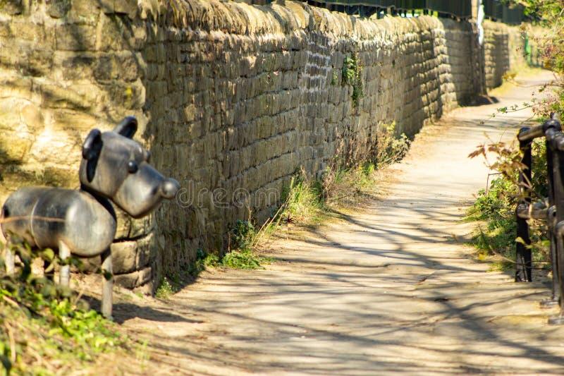 Собака следа скульптуры Aire большая стоковые изображения