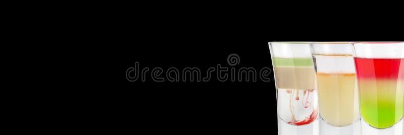 Собака спиртного камикадзе красная и итальянский флаг на черной предпосылке установьте текст знамена стоковые фотографии rf