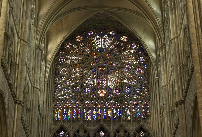 Собор Амьена розового окна цветного стекла средневековый стоковые изображения rf