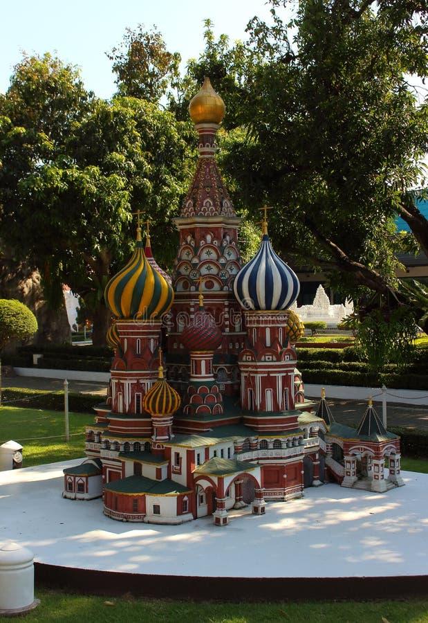 Собор базилика St в Москве в миниатюрном парке стоковые изображения rf