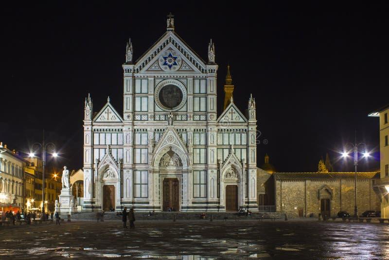 Собор базилики Santa Croce святой перекрестный в Флоренсе на ноче стоковые изображения rf