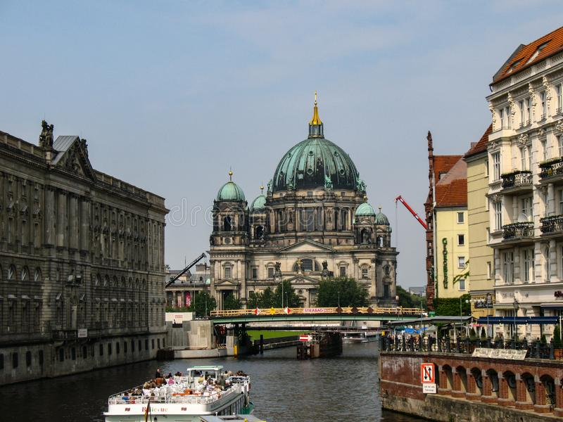 Собор Берлина, Dom берлинца над рекой оживления в Берлине, Германии стоковые фото