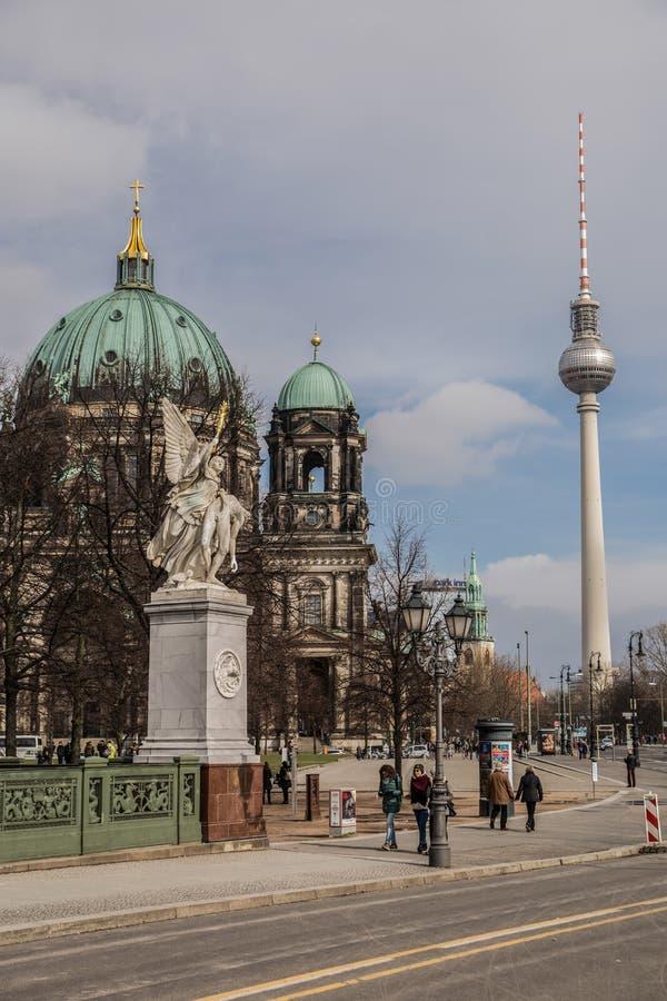 Собор Берлина и ТВ возвышаются, Dom берлинца стоковая фотография rf
