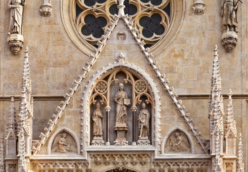 собор готский портальный zagreb стоковое изображение rf