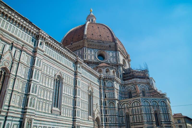 Собор Италии Флоренса на заднем плане голубого неба стоковые фото