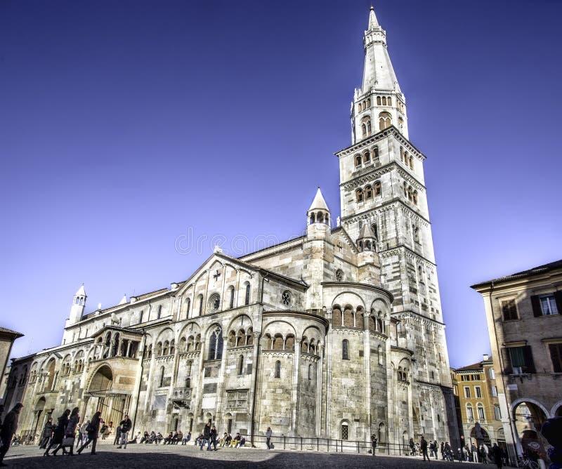 Собор колокольни Моденаа и Ghirlandina стоковая фотография