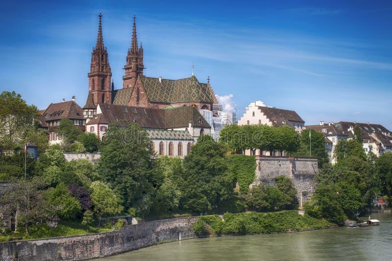 Собор Мунстер и Рейн, Базель, Швейцария стоковое фото rf