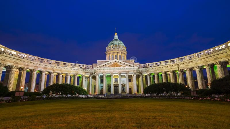 Собор нашей дамы Казани, Санкт-Петербурга, России стоковая фотография
