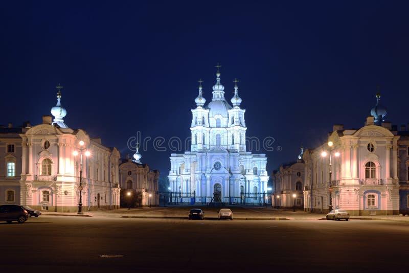 Собор на ноче, Санкт-Петербург Smolniy стоковое фото