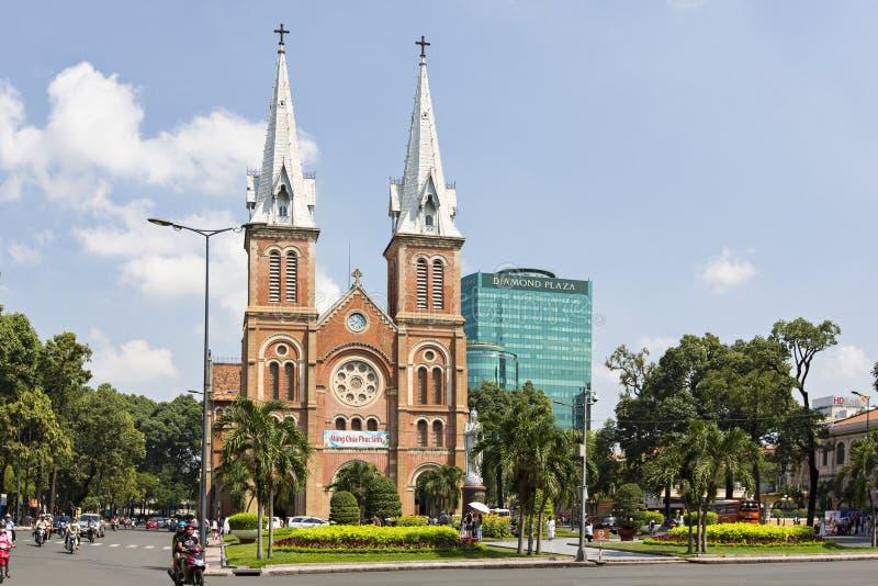 Собор Нотр-Дам, ба герцогов Nha Tho, строение в 1883 в Хошимине, Вьетнаме стоковые изображения rf