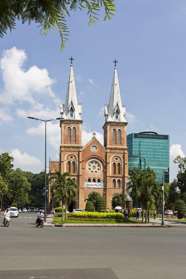 Собор Нотр-Дам, ба герцогов Nha Tho, строение в 1883 в Хошимине, Вьетнаме стоковые фотографии rf