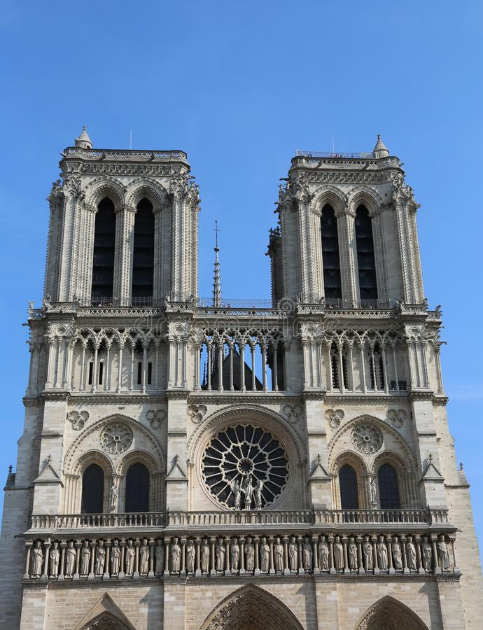 Собор Нотр-Дам de Парижа во Франции перед огнем стоковое фото