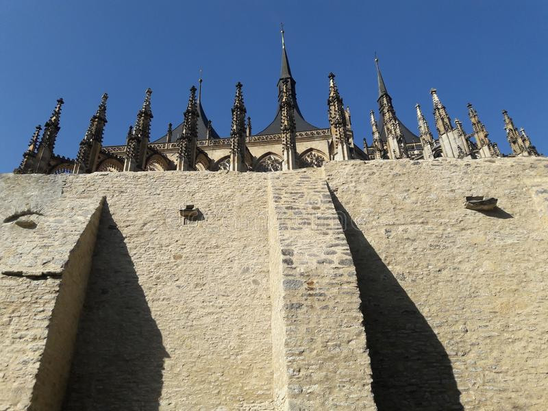 Собор Праги столицы чеха стены церков собора домов туризма готический горячим летом в zizka Праге протестантов streetlets стоковое фото rf