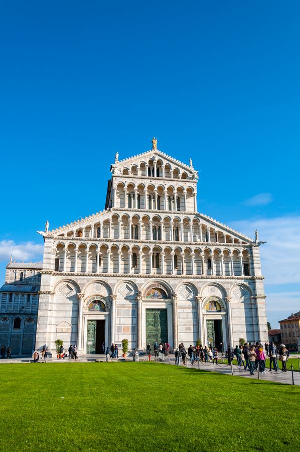 Собор предназначенный к Santa Maria Assunta, в dei Miracoli аркады в Пизе стоковое изображение rf
