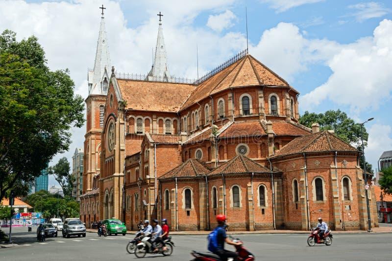Собор Сайгона Нотр-Дам в Хошимине, Вьетнаме стоковое фото rf