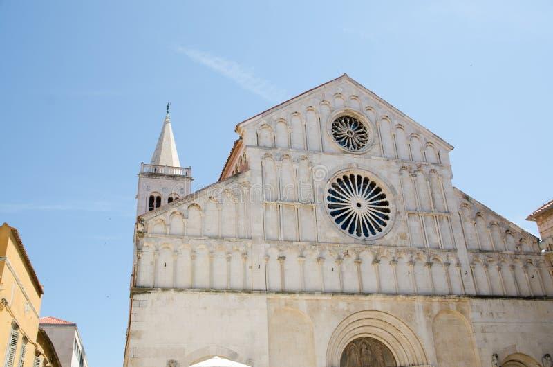 Собор святой Анастасии зодчество Хорватия dalmatia цветет старое townscape zadar стоковое фото rf