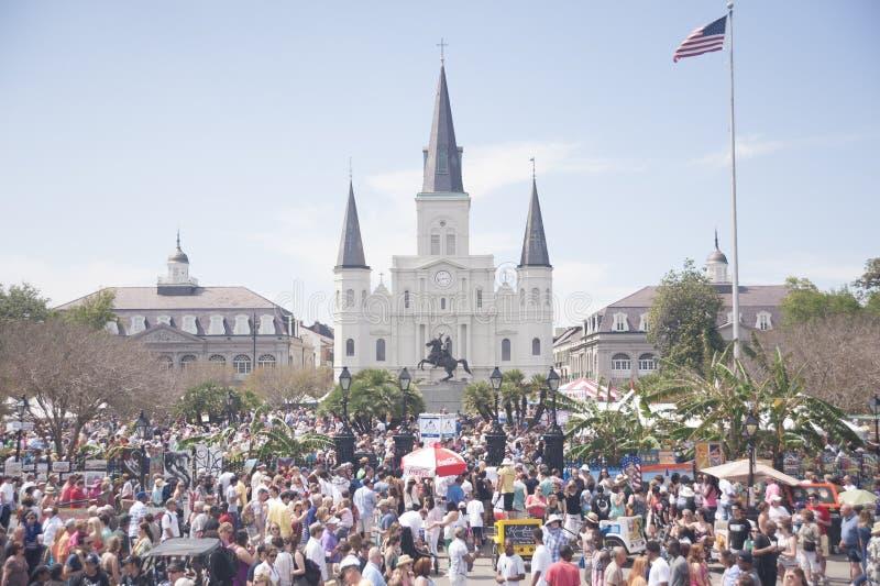 Собор Сент-Луис во время фестиваля французского квартала стоковые изображения rf