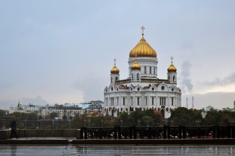 Собор спасителя Христоса на дождливом дне в Москве стоковые фотографии rf