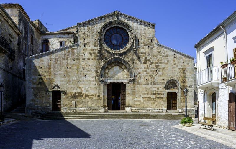 Собор Bovino, одной из самых красивых деревень в Италии стоковая фотография rf