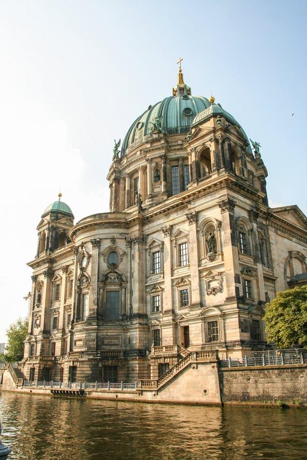 Собор Dom берлинца - Берлина на реке оживления стоковая фотография rf