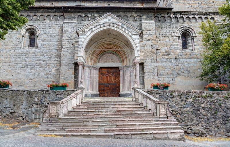 Собор Embrun - Embrun - Alpes - Франции стоковые фото