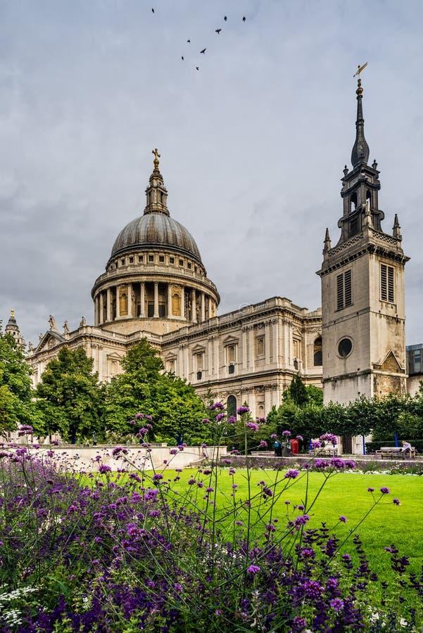 Собор Pauls Святого в Лондоне, Англии стоковая фотография rf