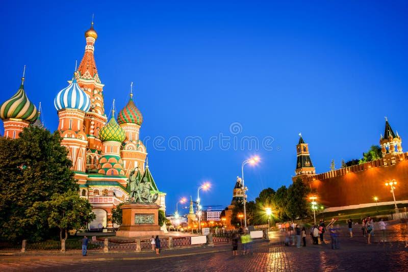 Собор ` s базилика St на красной площади на ноче, Москве, России стоковое изображение