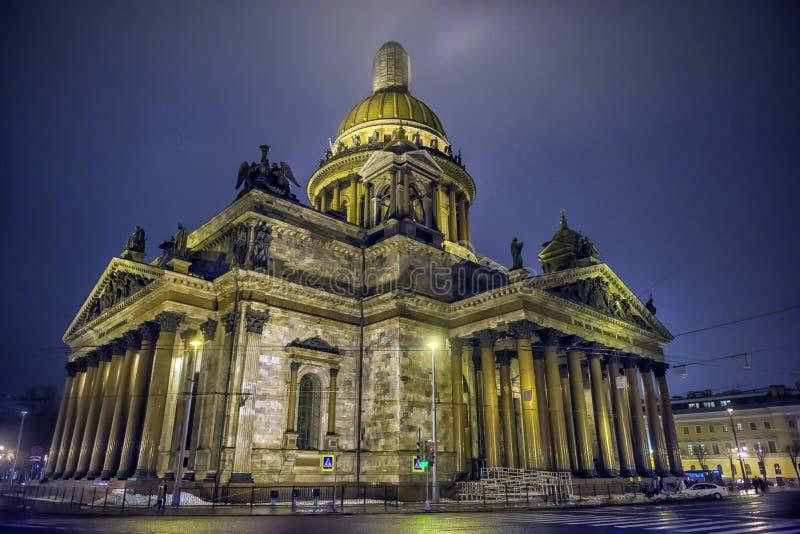 Собор ` s St Исаак на ноче стоковое изображение