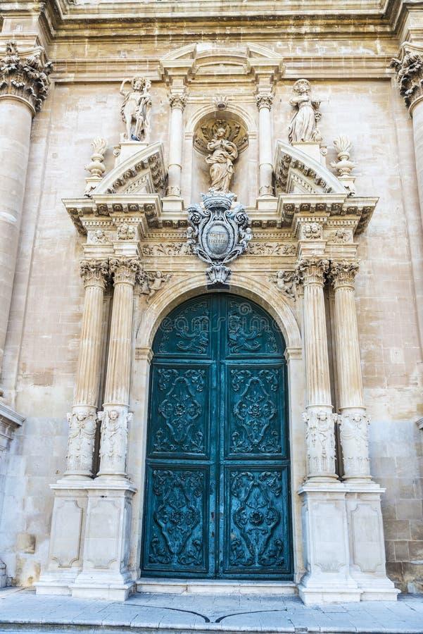 Собор San Giovanni Battista в Рагузе, Сицилии, Италии стоковые фото