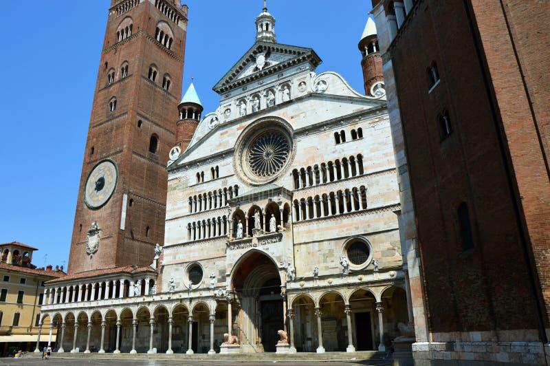 Собор Santa Maria Assunta с колокольней Torrazzo в Кремоне, Италии стоковое изображение