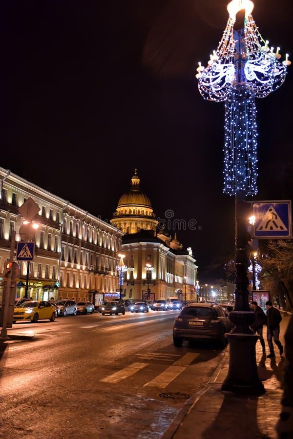 Собор St Исаак на ноче стоковая фотография