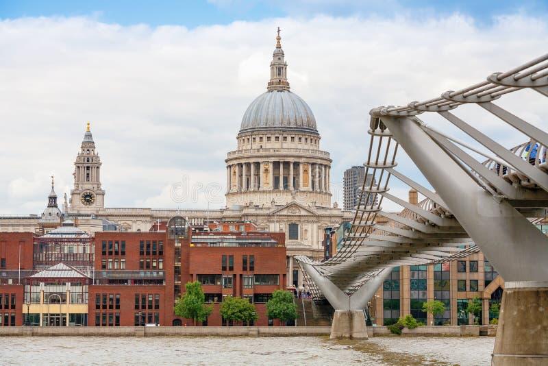 Download Собор St Paul. Лондон, Великобритания Редакционное Стоковое Изображение - изображение насчитывающей bristols, brice: 33728634