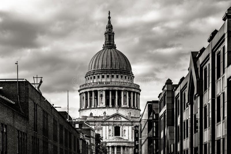 Собор St Pauls в Лондоне, Англии стоковые фото