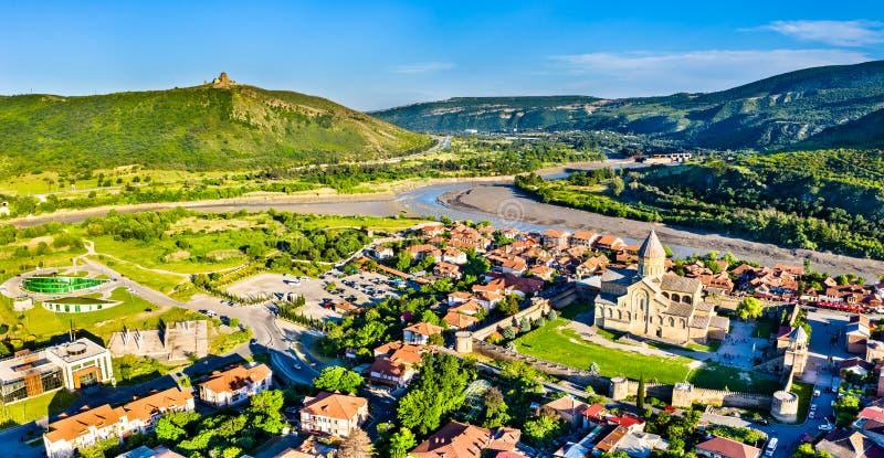 Собор Svetitskhoveli и монастырь Jvari в Mtskheta, Грузии стоковое изображение rf