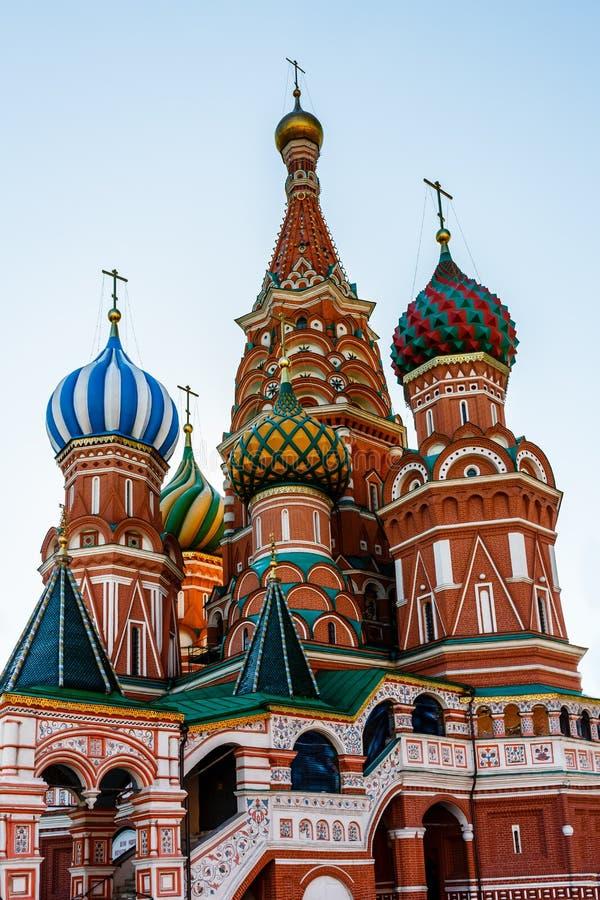 Собор Vasily благословленное на красной площади в Москве стоковые изображения rf