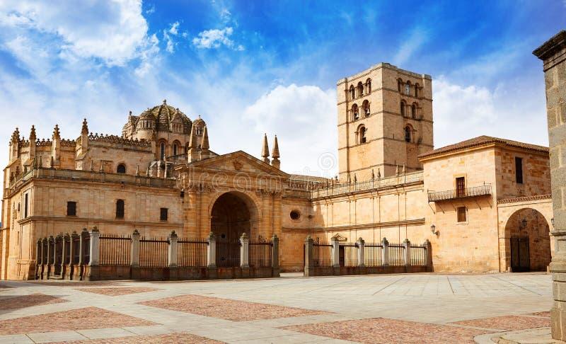 Собор Zamora в Испании мимо через de Ла Plata стоковая фотография rf