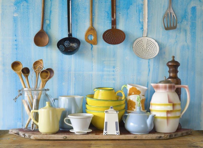 Собрание винтажного kitchenware стоковые фото