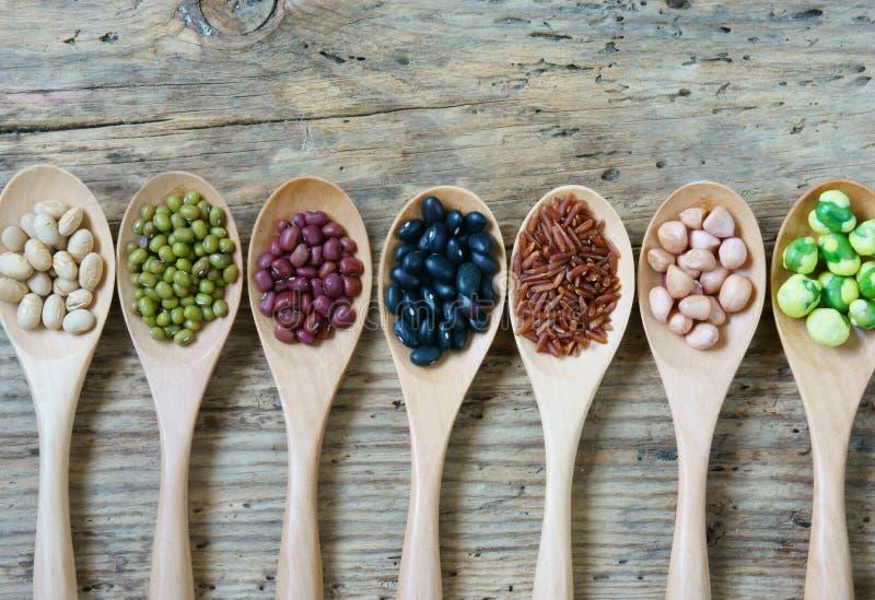 Собрание зерна, хлопьев, семени, фасоли стоковые изображения