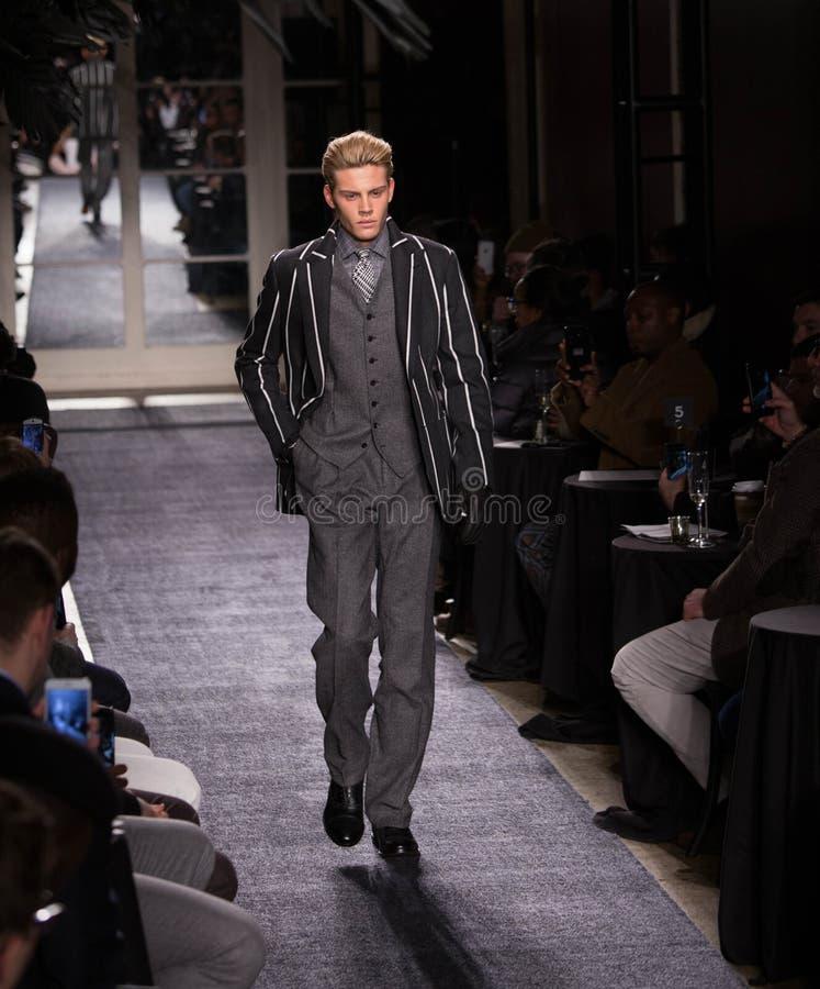 Собрание зимы людей Иосиф Abboud во время недели 2018 моды Нью-Йорка стоковое изображение