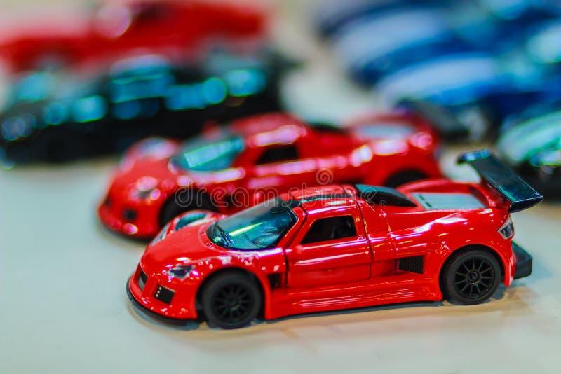 Собрание красочного маленького милого автомобиля Закройте вверх по милой крошечной модели стоковые фото