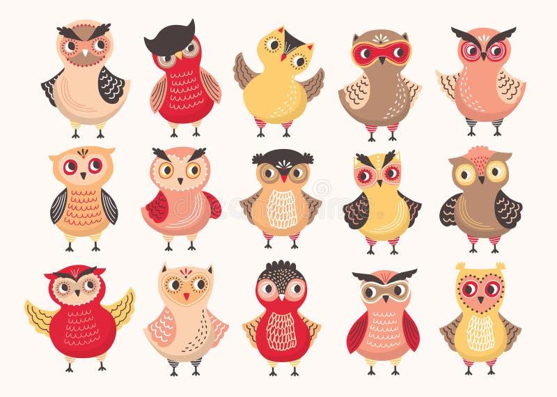 Собрание милых красочных сычей украшенных с различными орнаментами Комплект смешных птиц леса шаржа стоя внутри бесплатная иллюстрация