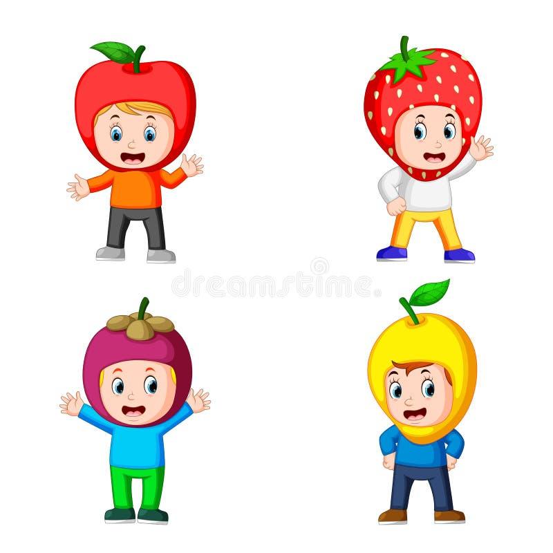 Собрание милых мальчиков используя костюм плодоовощей с различным вариантом иллюстрация штока