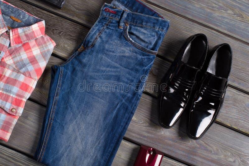 Собрание одежды людей стоковое изображение