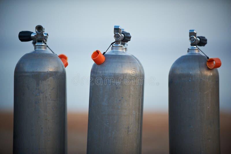 Собрание серых баков с кислородом воздуха скубы стоковое фото