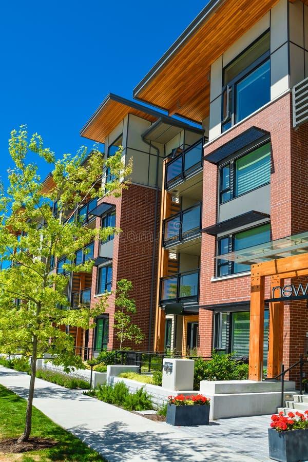Совершенно новый жилой дом на солнечный день в Британской Колумбии, Канада стоковые изображения rf