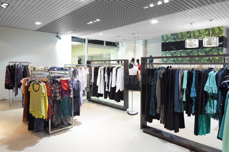Download Совершенно новый интерьер магазина ткани Стоковое Фото - изображение насчитывающей способ, индустрия: 40575022