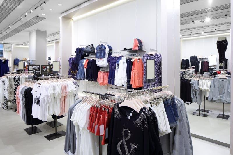 Download Совершенно новый интерьер магазина ткани Стоковое Изображение - изображение насчитывающей малыши, индустрия: 40575095