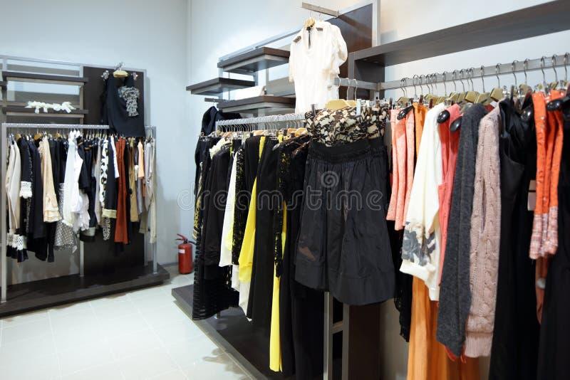 Download Совершенно новый интерьер магазина ткани Стоковое Изображение - изображение насчитывающей элегантность, комфорт: 40575105