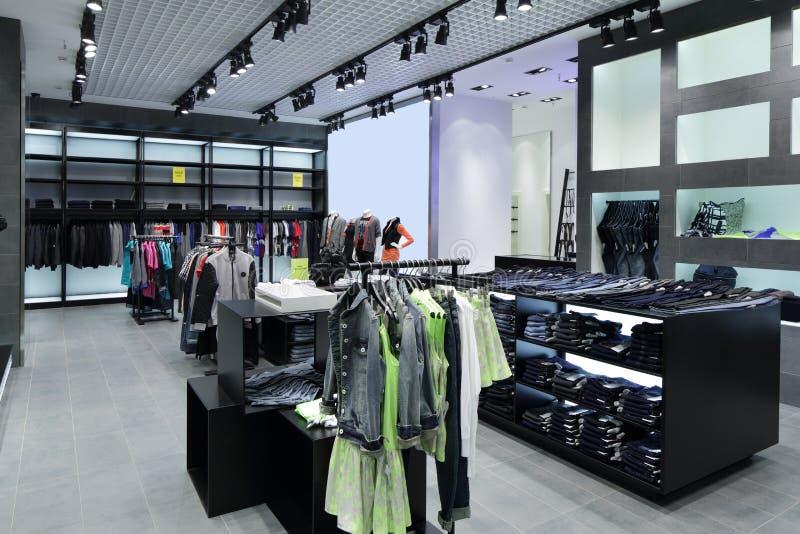 Download Совершенно новый интерьер магазина ткани Стоковое Изображение - изображение насчитывающей ткань, шкаф: 40575139