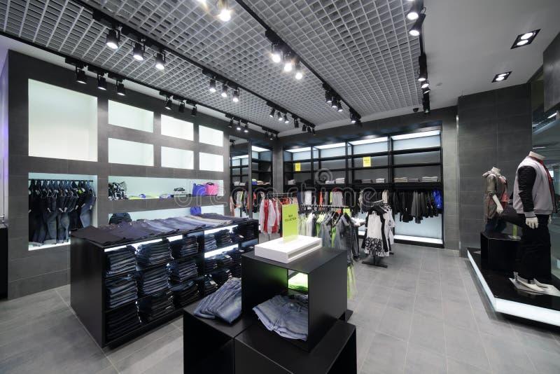 Download Совершенно новый интерьер магазина ткани Стоковое Изображение - изображение насчитывающей ares, яркое: 40575145